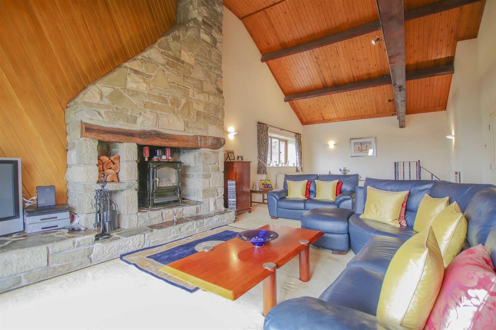 4 Bedroom Barn Conversion For Sale - p033135_02.jpg